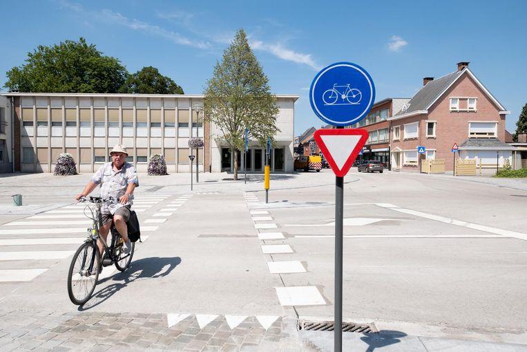 Het vernieuwde Koningin Astridplein valt bij sommige fietsers helemaal niet in goede aarde.