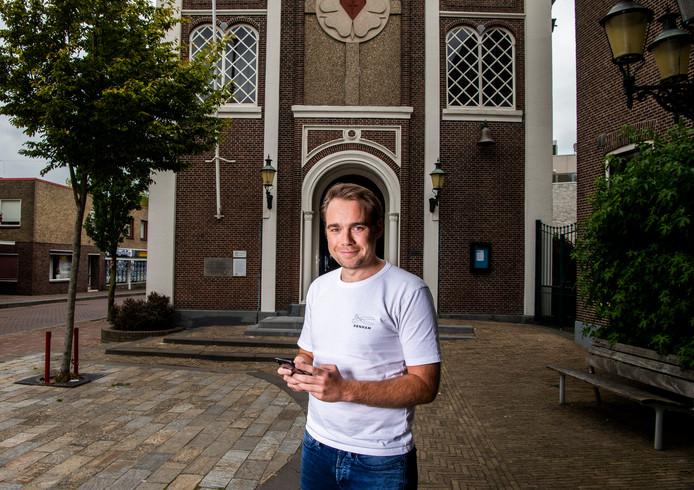 Henrik Wienen is van Donkey Mobile, het bedrijf dat apps ontwikkelt voor kerken. Zo wil het bedrijf werken aan de toekomst van de kerken.