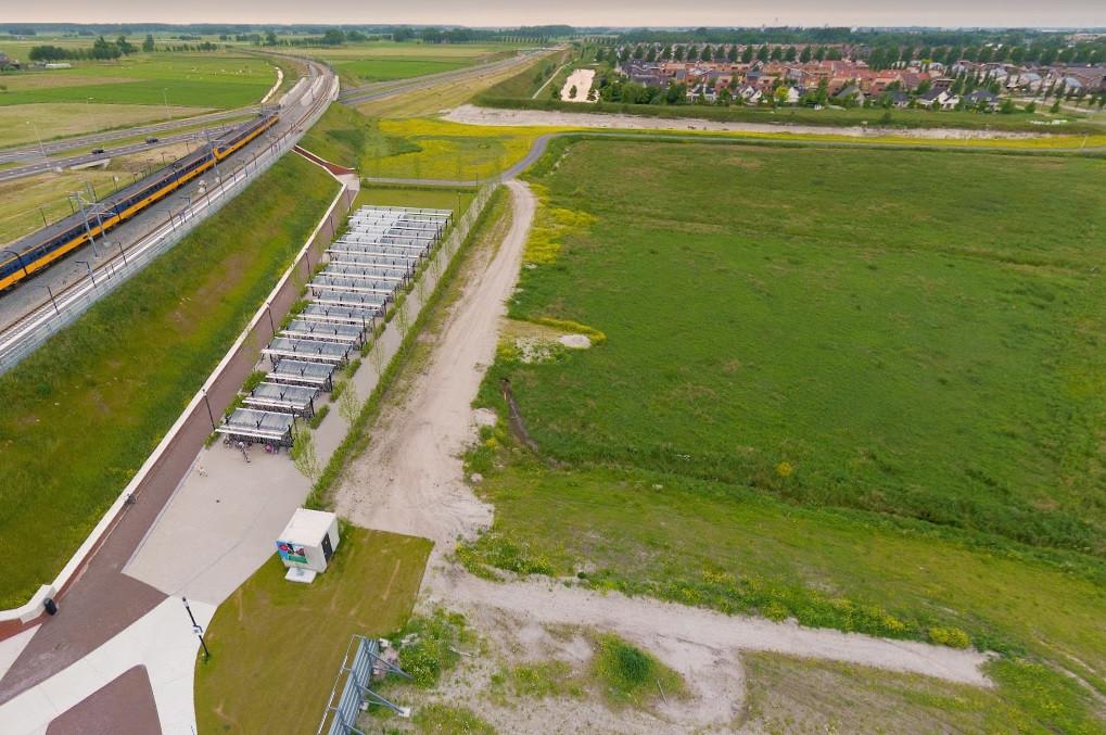 Zorgorganisatie PGVZ gaat in het Stationskwartier in Kampen een complex bouwen met 27 appartementen. Op de begane grond komt dagbesteding. Naast station Kampen Zuid komt zeer waarschijnlijk een fietsenmaker, aldus PGVZ-directeur Gosse Noppert.