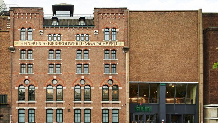 Het uit 1913 stammende brouwhuis van de voormalige Heineknbrouwerij aan de Stadhouderskade die als voorbeeld heeft gediend voor het 95ste Delftsblauwe KLM-huisje Beeld Rens van Mierlo/Heineken