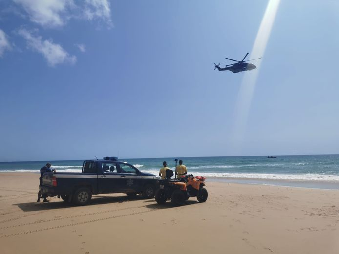 De Portugese hulpdiensten zochten gisteren een hele dag met onder meer een helikopter, maar dat leverde niets op.