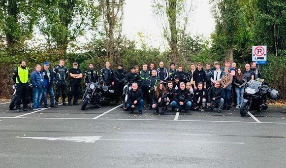 De motards kwamen samen op de plek waar Arne verongelukte.