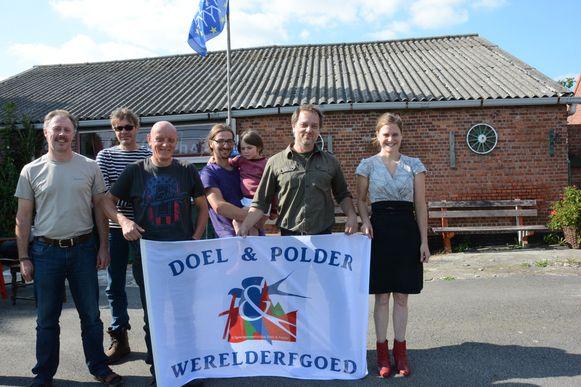 Overal in Doel en de omliggende gehuchten en polders wapperen vlaggen om de aanvraag tot werelderfgoed te promoten.