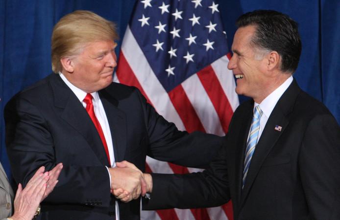President Donald Trump en senator Mitt Romney.