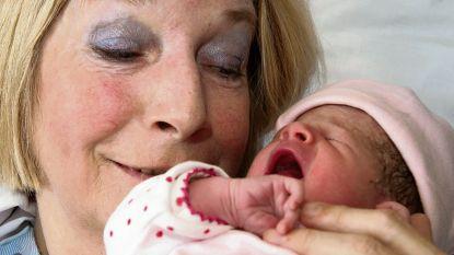 Nederlandse die op 63-jarige leeftijd moeder werd is overleden