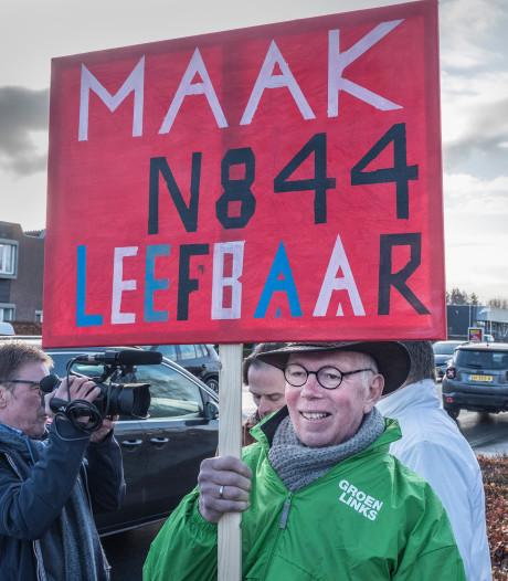 Gemeenteraad is 'ten einde raad' en voert exact 3 minuten actie op Rijksweg in Malden