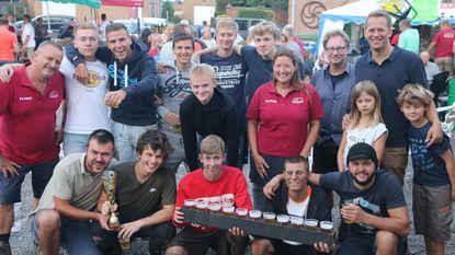 Team Kruiskantje wint moddervoetbaltornooi