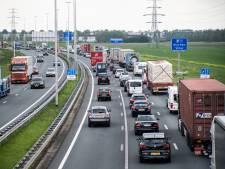Vroege files op snelwegen rond Nijmegen vanwege binnenhalen wandelaars