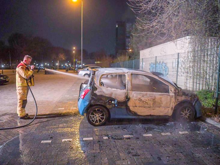 Auto uitgebrand op parkeerplaats in Eindhoven
