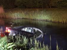 Auto belandt in sloot bij ongeval Zeewolde