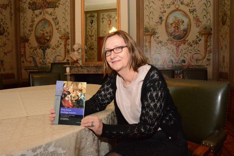 Carine Goossens stelde het boek voor in één van de kamers van kasteel Cortewalle.