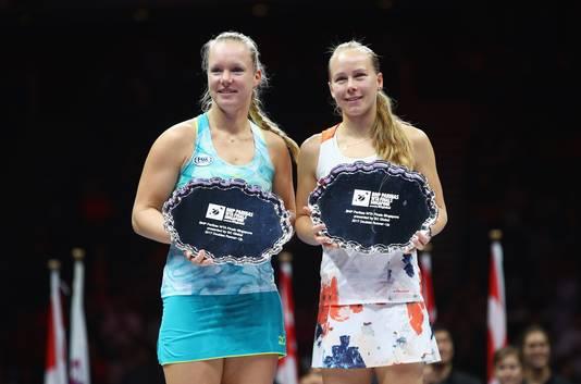 Kiki Bertens en Johanna Larsson na de eindstrijd van de prestigieuze WTA-finals in Singapore.