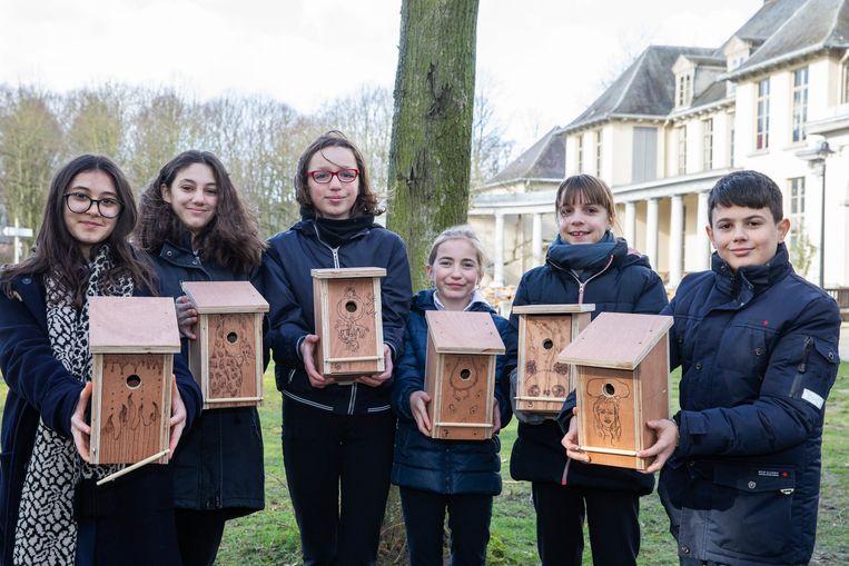 De kastjes zijn gemaakt door leerlingen van het Sint-Ursulainstituut in Wilrijk.