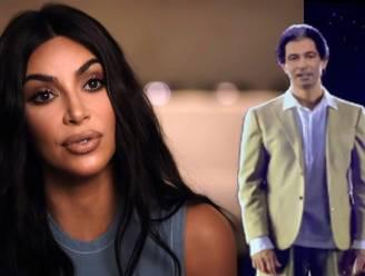 """Kim Kardashian krijgt hologram van overleden vader voor veertigste verjaardag: """"Een verrassing uit de hemel"""""""