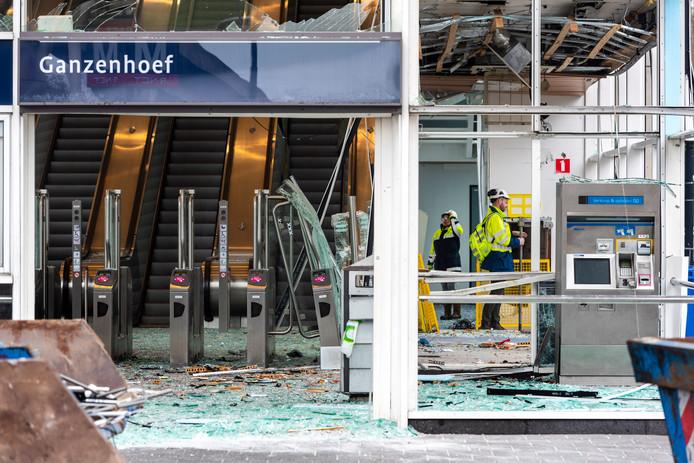 Schade bij metrostation Ganzenhoef nadat eerder dit jaar een plofkraak werd gepleegd op een pinautomaat in het station.