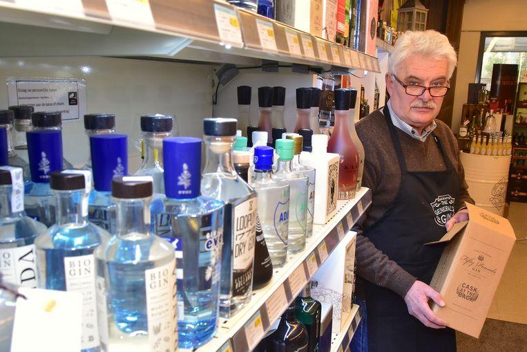 André Vromman met wat rest van de gestolen peperdure gin: de verpakking.