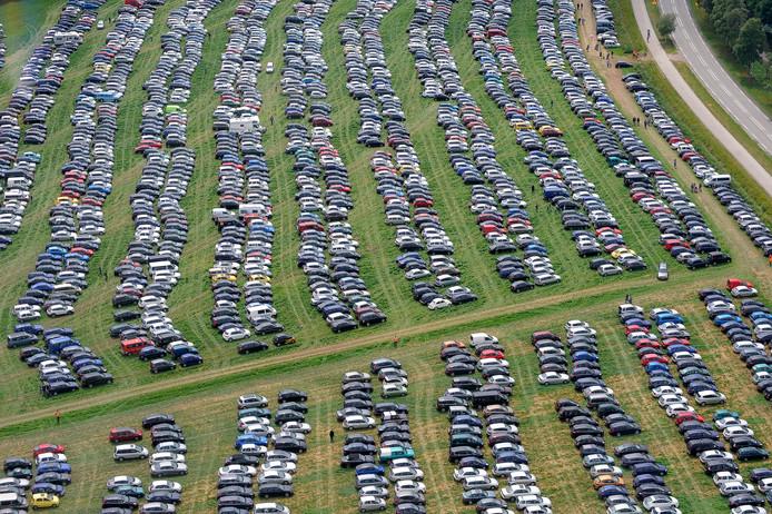 Bezoekers van de Luchtmachtdagen kunnen altijd parkeren op het land van boeren in de nabije omgeving van de vliegbasis Volkel.