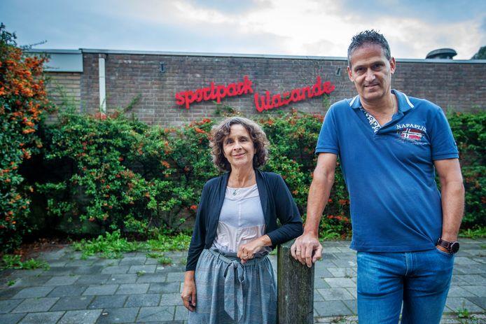 RKPVV-vrijwilligster Belle van Bree en secretaris Eric van Herpen willen De Warande liever niet verlaten.