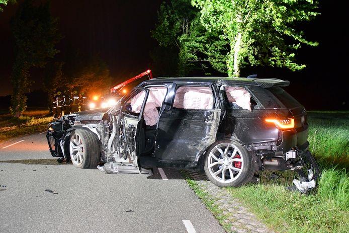 Na een eenzijdig ongeval in Sluis is de bestuurder van een Belgische auto ervandoor gegaan. Hij of zij heeft zijn auto midden op de weg achtergelaten.