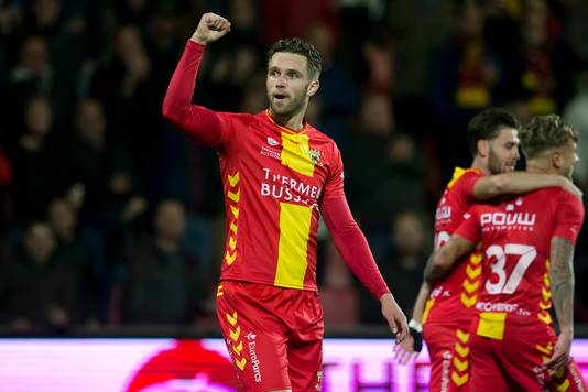 Leon de Kogel in het shirt van Go Ahead Eagles