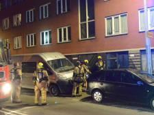 Bewoners en huisdieren op straat bij woningbrand Hoefkade