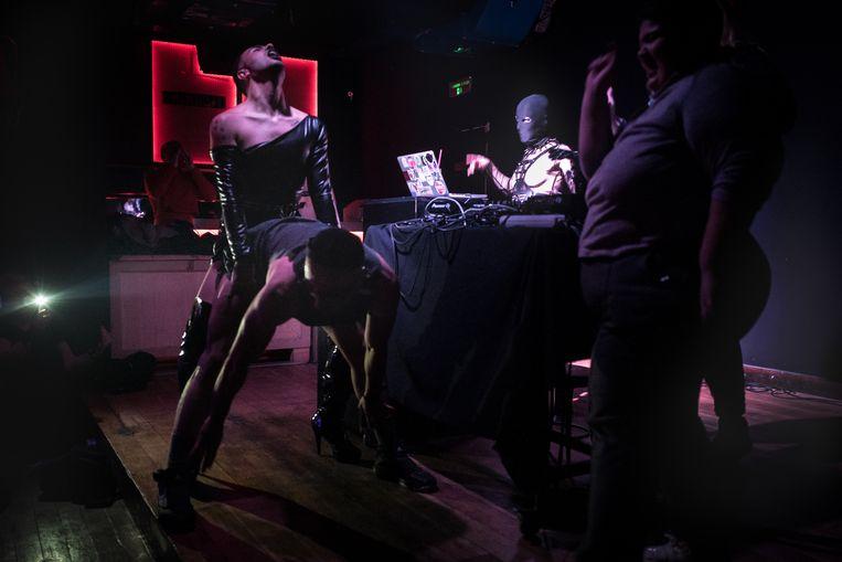 In hun eigen bubbel, zoals op tijdens het filmfestival Queerfest in Istanbul, afgelopen januari, kunnen Turkse lhbti'ers zich uitleven.  Beeld Nicola Zolin