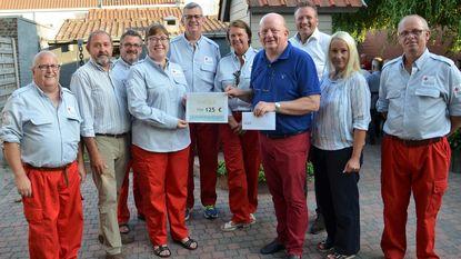 N-VA schenkt 125 euro aan Rode Kruis
