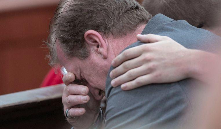 Timothy Jones, Sr., de vader van Timothy Jones, in tranen na het vernemen van het verdict.