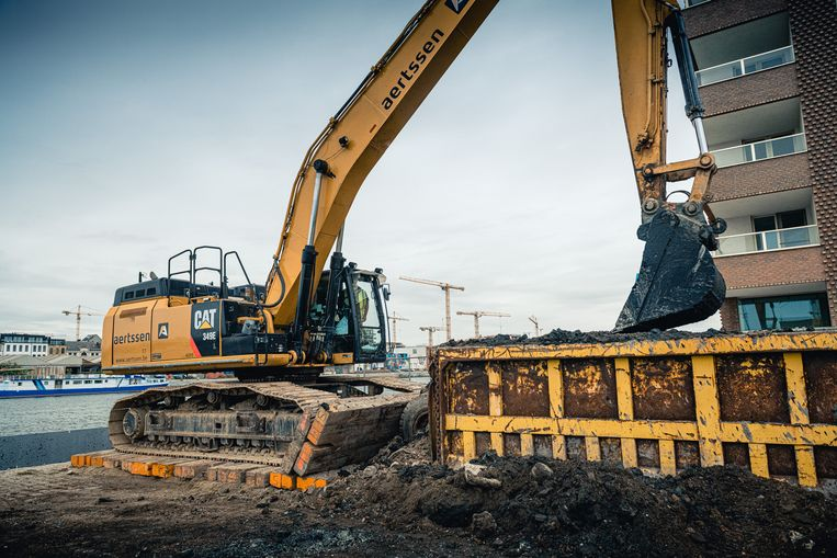 De afgravingswerken voor de Montevideo-site op het Antwerpse Eilandje, waar kantoren en luxeappartementen komen, zijn begonnen.
