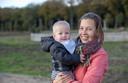 Evelien de Bruin en haar zoontje Jidde.