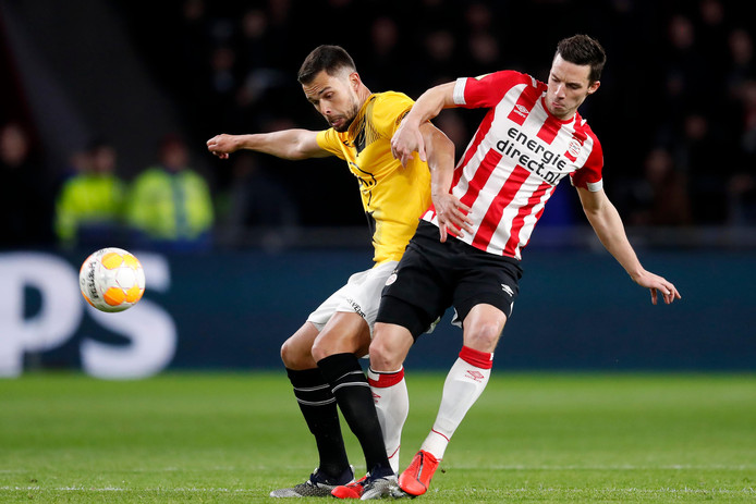 (L-R) Mitchell Te Vrede of NAC Breda, Nick Viergever of PSV during PSV - NAC Breda NETHERLANDS, BELGIUM, LUXEMBURG ONLY COPYRIGHT BSR/SOCCRATES