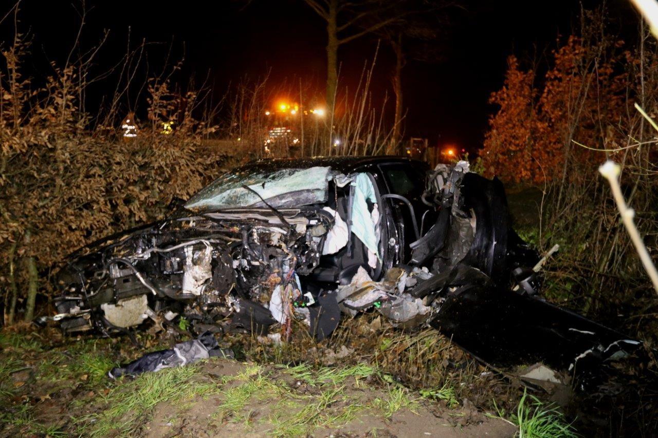 Van de auto bleef na het ongeluk niet veel over.
