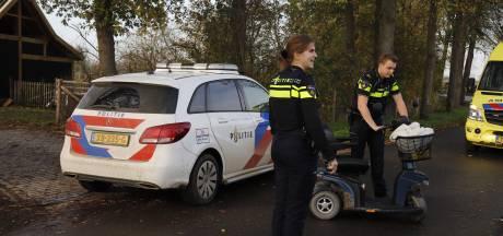Man in scootmobiel raakt gewond aan hoofd doordat deken in zijn wiel vast komt te zitten