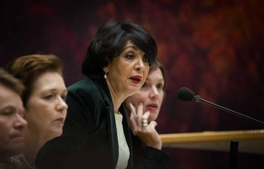 PvdA'er Khadija Arib op de voorzittersstoel voorafgaand aan het wekelijkse vragenuurtje in de Tweede Kamer. Arib vervangt Anouchka van Miltenburg tijdelijk als voorzitter van de Tweede Kamer.