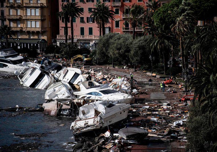 Het noodweer in Italië verwoestte ook veel jachten en boten in de haven van Rapallo, in de buurt van Genua. Beeld AFP