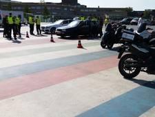 Politie vindt wapen en achtervolgt scooterbestuurder bij controle