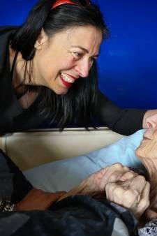Adelheid Roosen met 'Mam' in Helmond: Gêne over dementie valt weg
