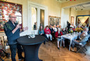 Herman Koch geeft in het Airborne Museum een lezing over de ervaringen van zijn familie tijdens de oorlog.