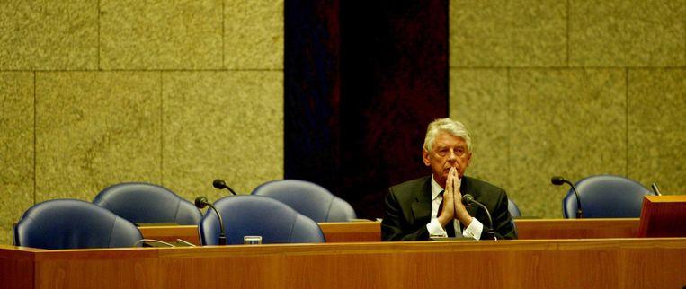 De val van Srebrenica in 1995 leidde zeven jaar later tot de val van het tweede paarse kabinet. Op deze foto woont demissionair premier Kok in 2002 het debat bij over zijn gevallen kabinet. Beeld ANP