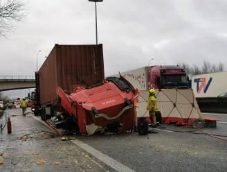 Dodelijk verkeersongeval in staart van file op E17: Vrachtwagenchauffeur botst op voorligger
