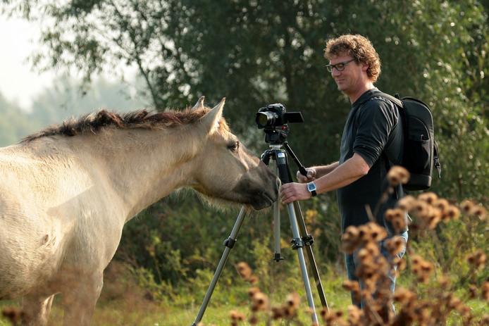 Ontmoeting van Edward Bokken met een konikpaard.