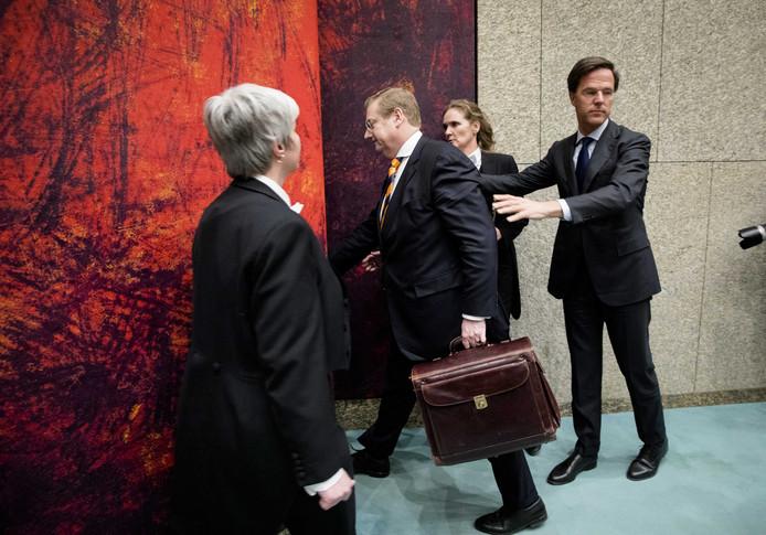Ard van der Steur verlaat de Kamer.