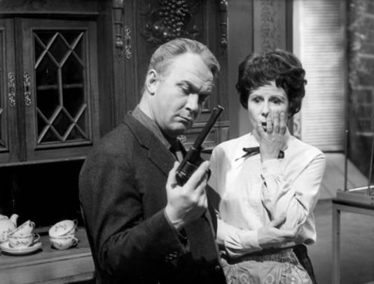 Kees Brusse en Mary Dresselhuis in de vijfde aflevering van de serie Maigret
