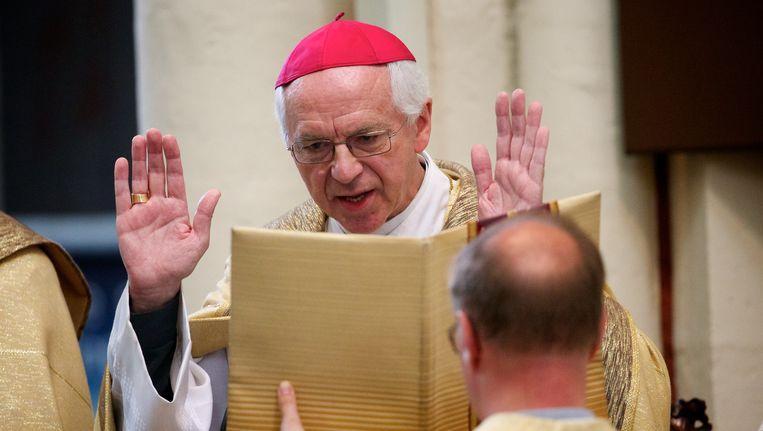Brugs bisschop Jozef De Kesel wou eerder dit najaar een priester herbenoemen tot pastoor, nadat die voordien een minderjarige had aangerand.
