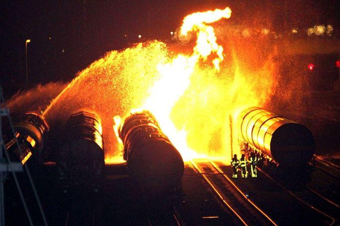 In 2011 ontstond op rangeerterrein Kijfhoek door genegeerde veiligheidsinstructies een grote brand in een wagon met methanol.