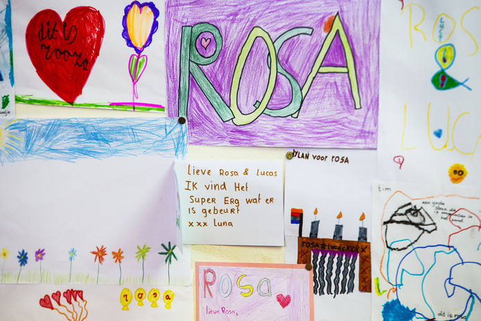 In basisschool De Eendracht werd een herdenkingshoekje ingericht met tekeningen en kaartjes van leerlingen.