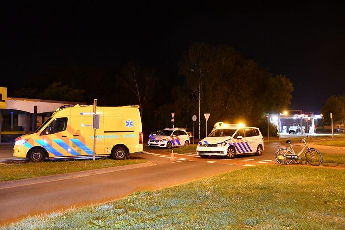 Een politieauto is vanochtend op de President Rooseveltlaan in Vlissingen tegen een fietser gebotst.
