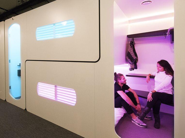 Elke cabine bestaat uit twee'kamers': de een met het bed beneden, de ander met het bed boven Beeld City Hub