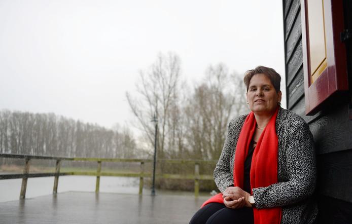 """Weduwe en eigenaar Ina Nijkamp van Nijkamp Uitvaartzorg fietst of wandelt graag in de natuur. """"Dat is mijn manier om het te verwerken."""""""
