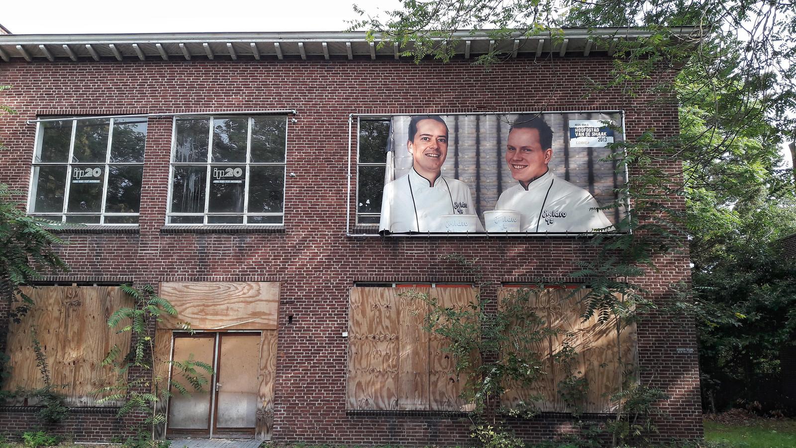 Er hangt nog één banner op het oude schoolgebouw in Gennep.